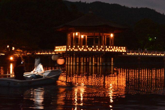2万本のろうそくが灯る「なら燈花会」は夕暮れからでも美しい!