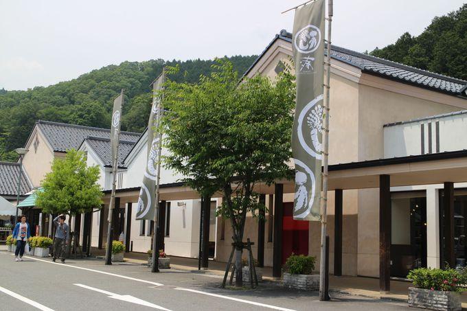 足湯コーナーや観光案内所も併設する道の駅