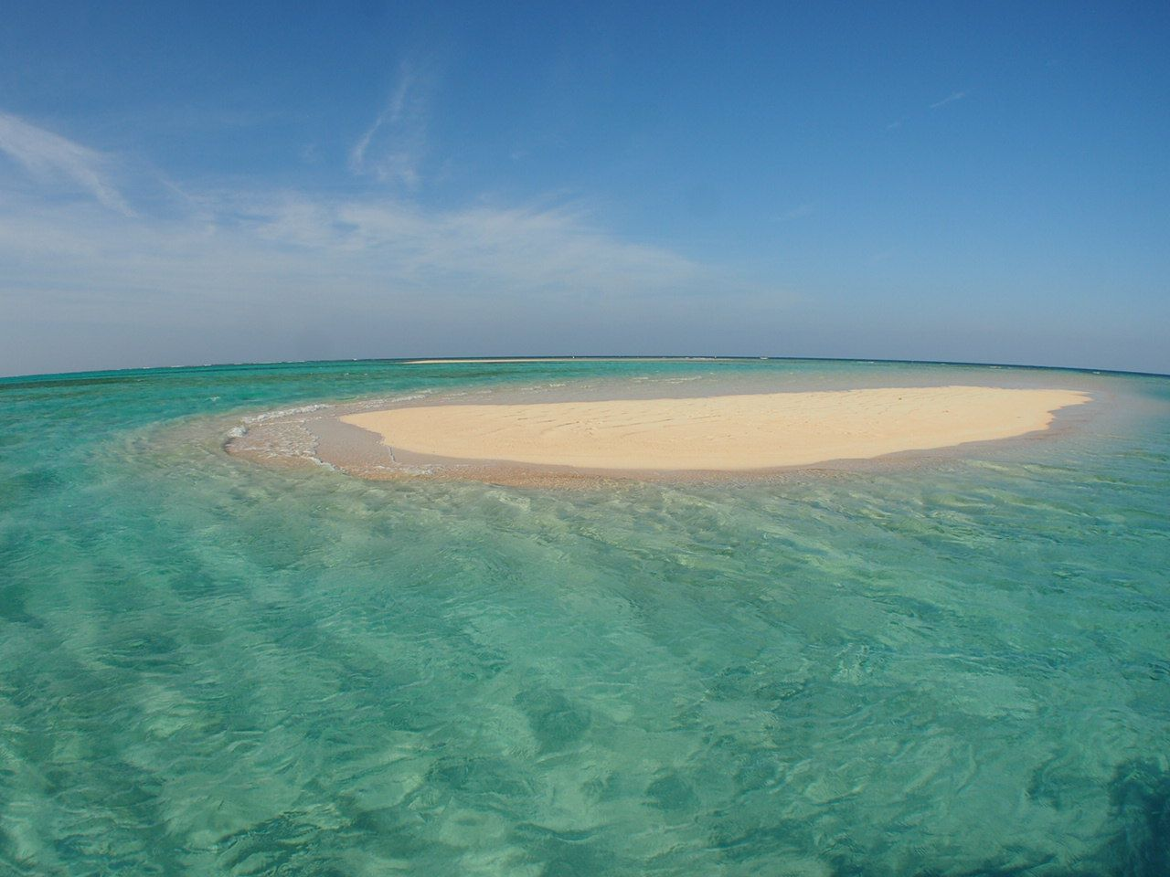 360度見渡す限りの海と真っ白な砂浜の「百合が浜」