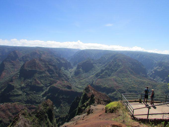 きちんと整備された展望台から見えるパノラミックな峡谷