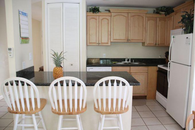 地元の食材を使い、広いキッチンで料理を楽しむ