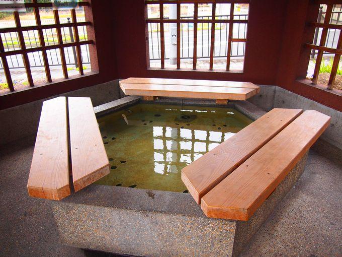 JRおごと温泉駅前の「六角足湯」