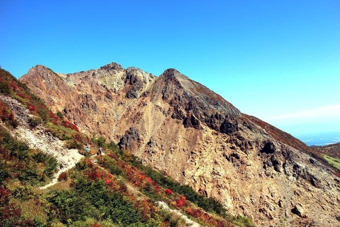 峰の茶屋を出発すると綺麗な朝日岳山頂の姿が!