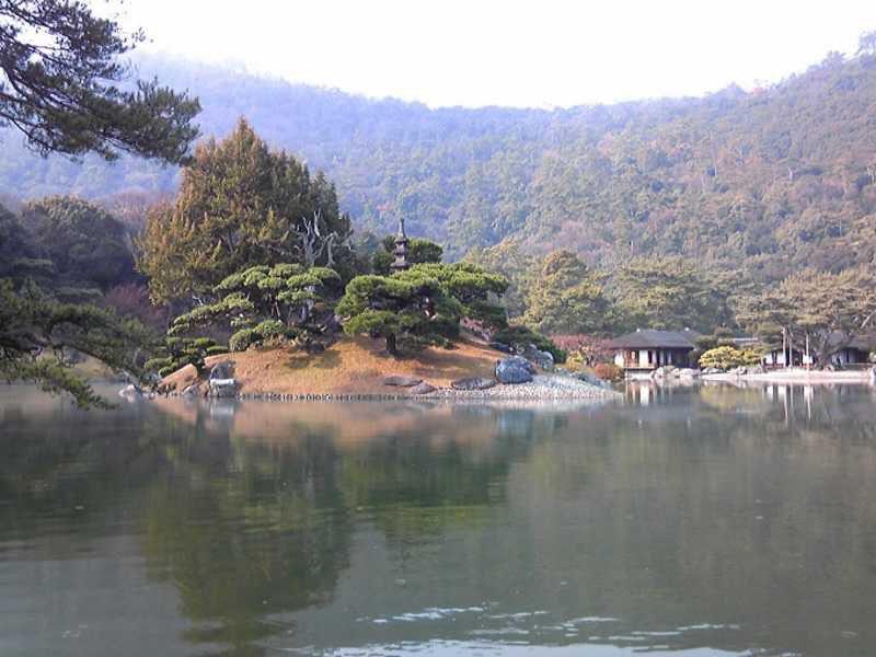 ミシュラン3つ星!香川・栗林公園と人気の恋ツツジ