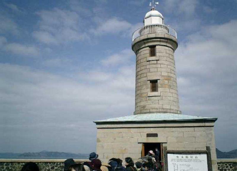 映画「喜びも悲しみも幾年月」の舞台にも!瀬戸内海・男木島灯台を訪ねる