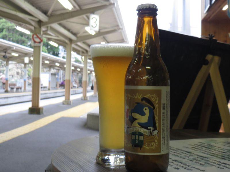 """驚愕の駅ナカ!たった2線の香川""""ことでん""""ホームにパブ出現「Beer Pub Station」"""