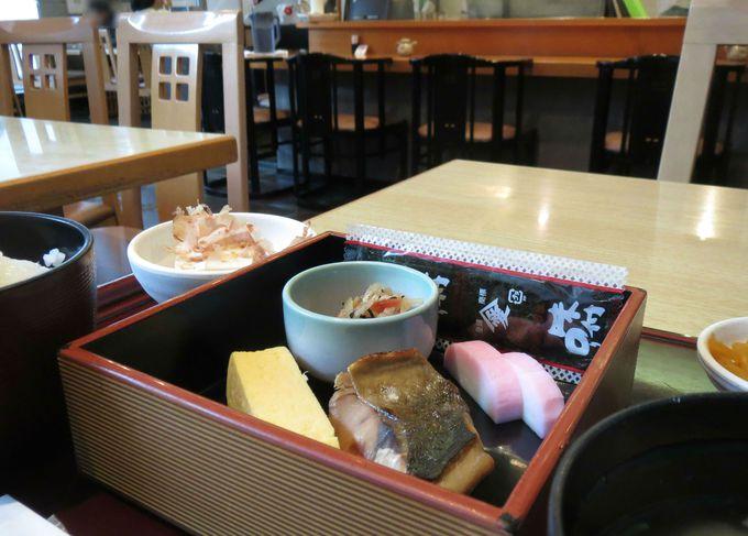 食事は老舗日本料理店