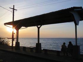 わけもなく駅に惹かれる…海と夕陽と下灘駅|愛媛県|トラベルjp<たびねす>
