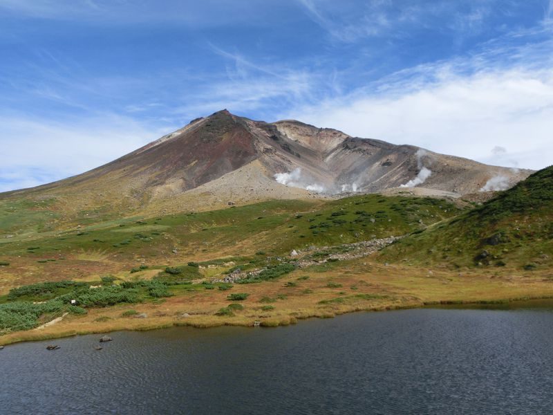 大雪山の絶景トレッキング 「草紅葉」と秘湯中の秘湯「中岳温泉」へ