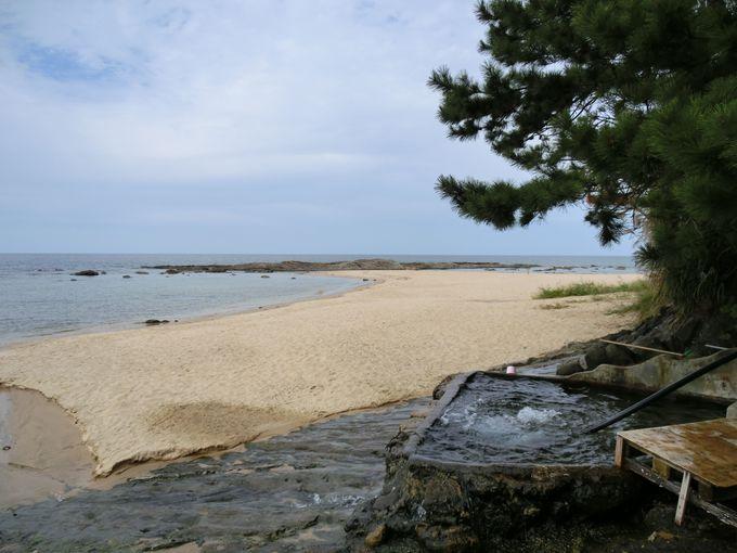 白砂青松の景色に溶け込む絶景露天風呂