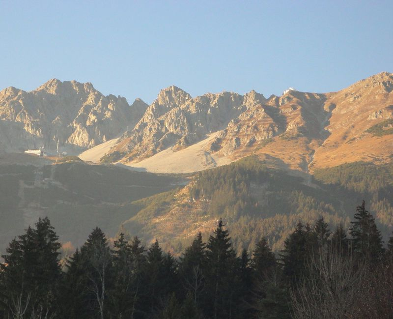 インスブルックで晩秋のアルプス山脈を満喫!市街から気軽に行けるノルトケッテ連峰