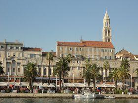 クロアチア紺碧の海岸の街スプリット。旧市街は、古代ローマ時代の宮殿に築かれた迷宮の世界!