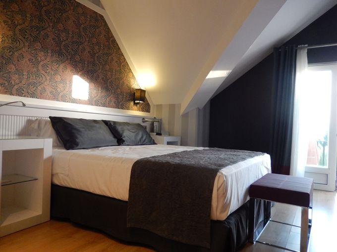 部屋は上品でシンプル。モダンなスタイリッシュな内装