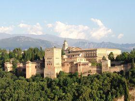 美しきアルハンブラ宮殿!スペインの古都グラナダでイスラム王国の栄華と絶景を楽しむ