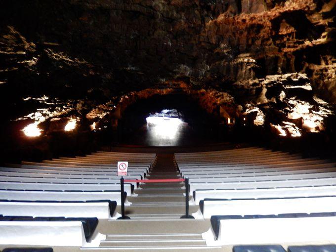 自然の洞窟が作り出す最高のコンサートホール!