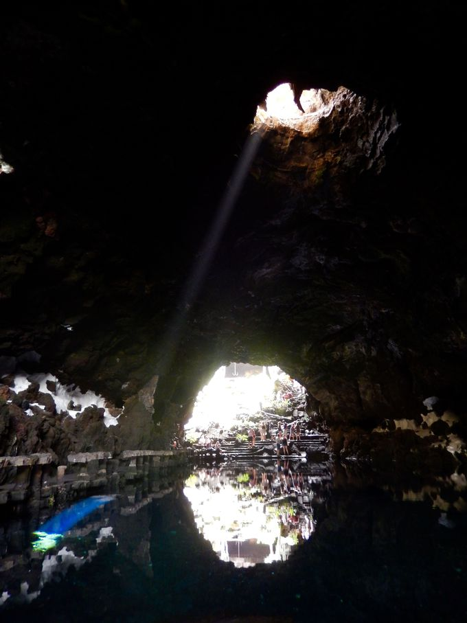シンボルの珍しい蟹が生息する美しい洞窟湖!