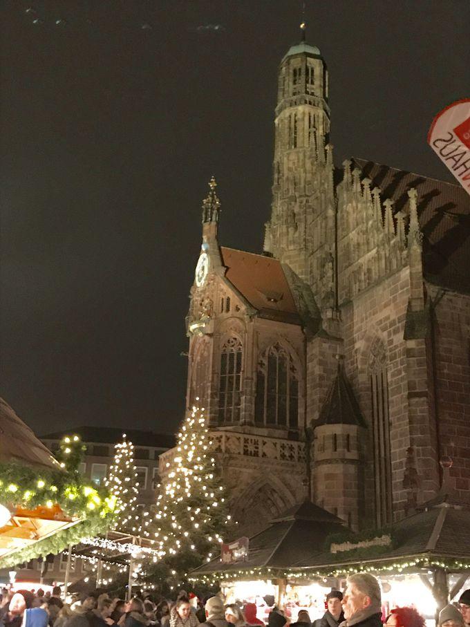 クリスマスマーケット大盛況!フラウエン教会の中央広場