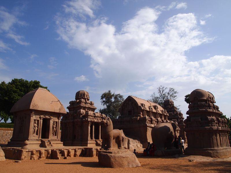 南インドの遺跡「ファイブラタ」でドラヴィダ建築の真髄に触れる