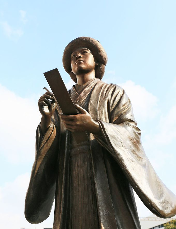 堺駅の晶子立像
