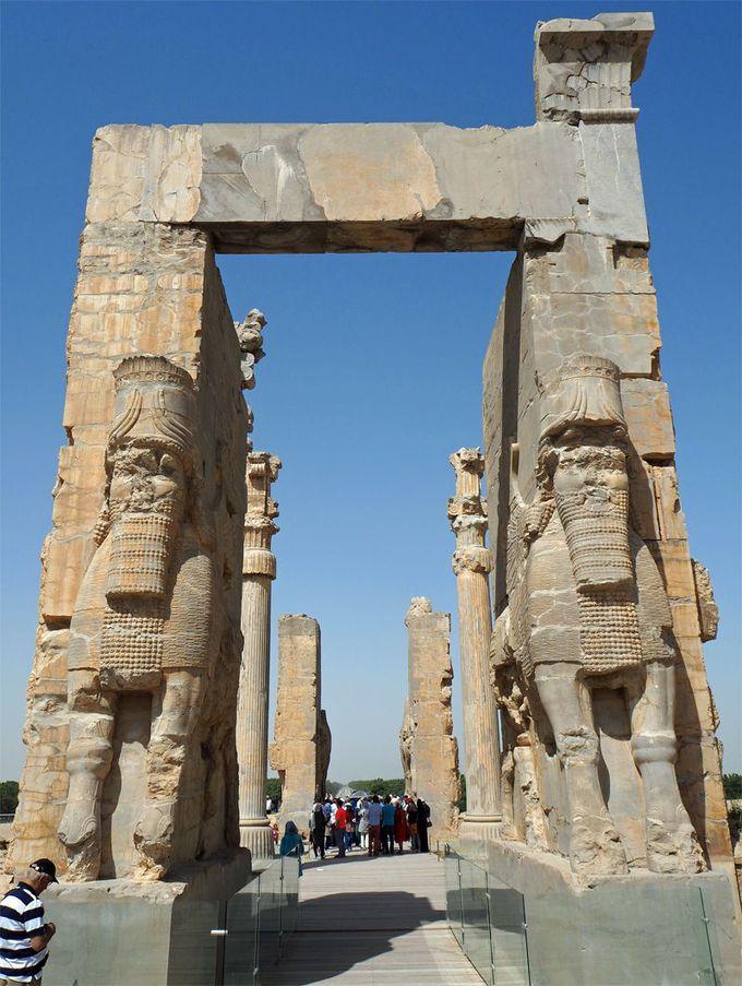 クセルクセス門がペルセポリス宮殿の入口にそびえ立つ!