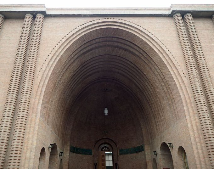 イラン考古学博物館本館のファサード