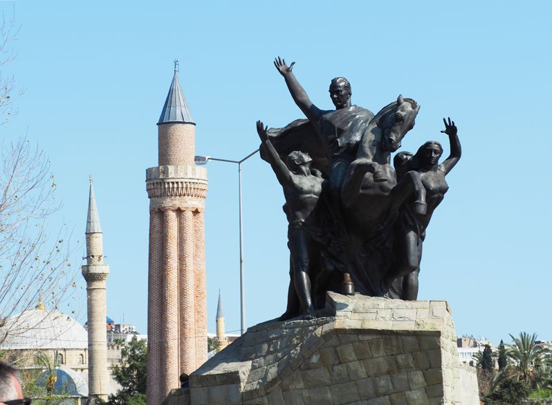 トルコの地中海リゾート地アンタルヤで観光とホテルライフを満喫しよう!