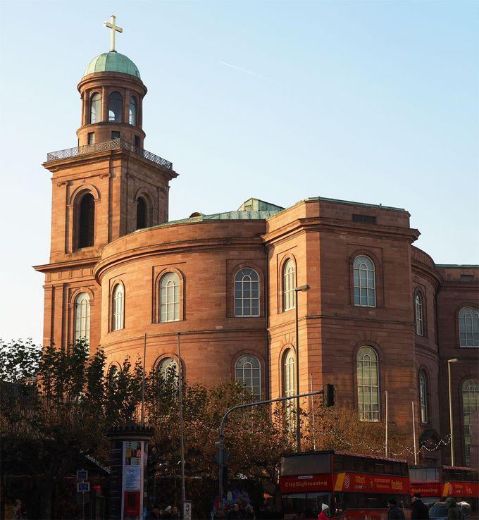 ドミニコ会修道院は重厚で、パウルス教会は近代的!