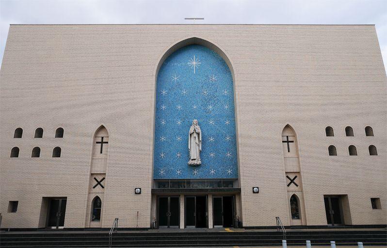 聖マリア大聖堂とファティマ群像