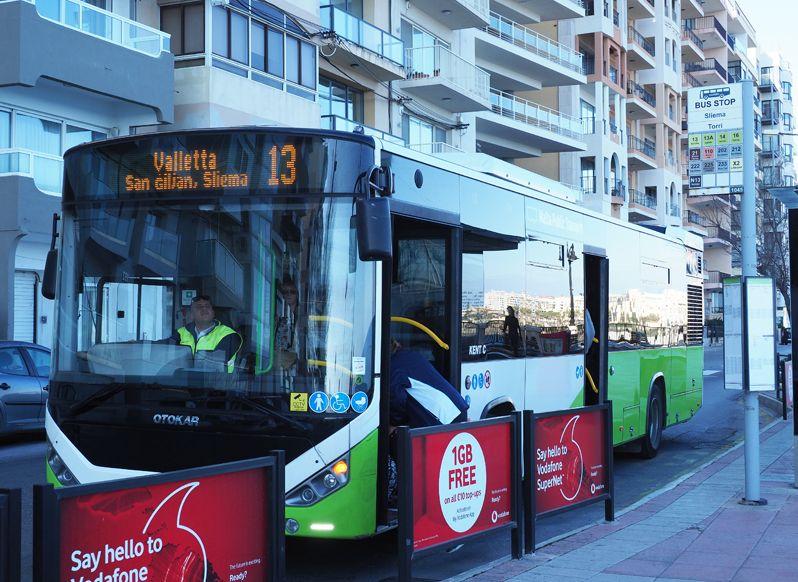 マルタ共和国版「路線バス乗り継ぎの旅」で観光スポットを回る!
