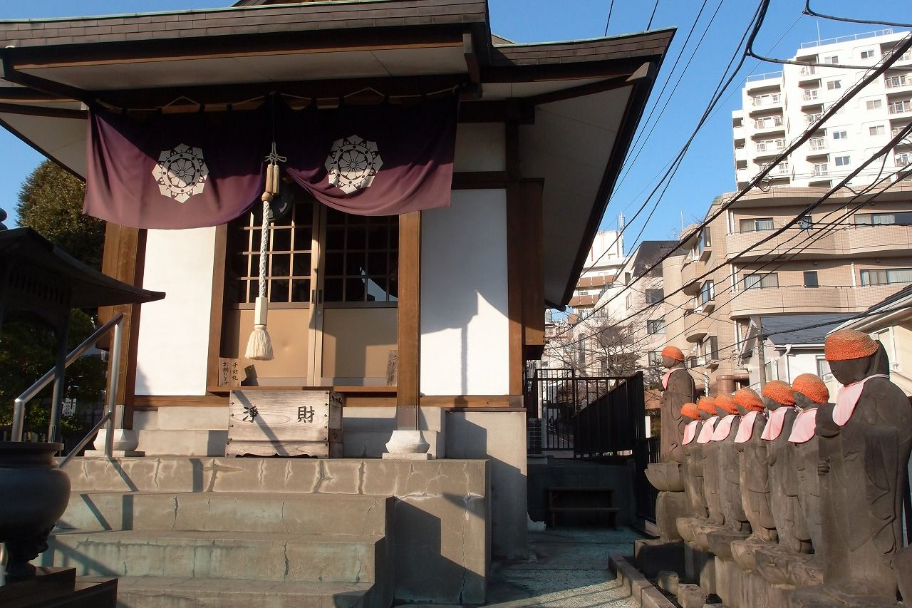 目白不動(金乗院)−弘法大師が境内を見守るお寺