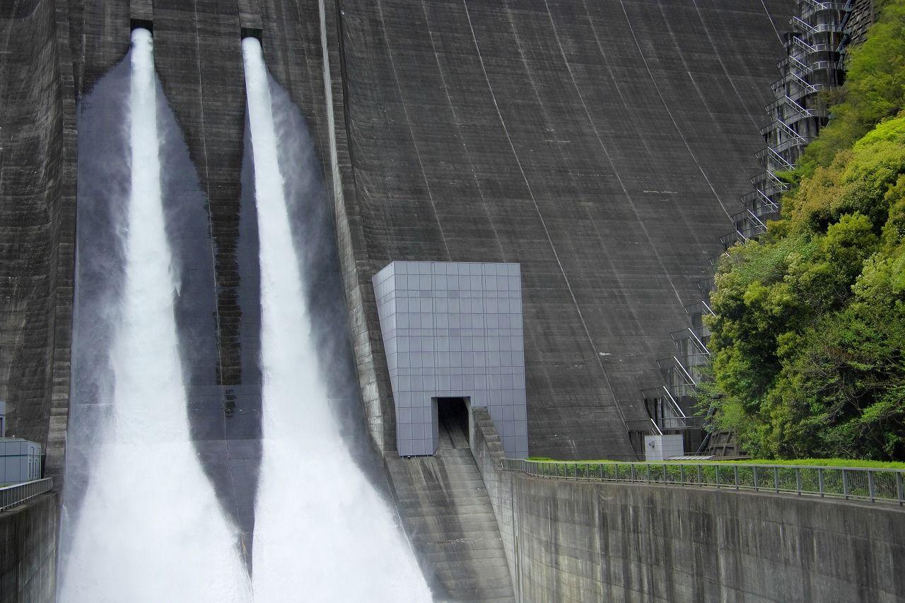 宮ケ瀬ダムの観光放流