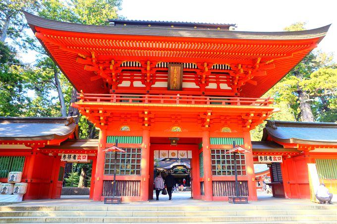 香取神宮シンボルともいえる壮麗麗しい朱塗りの楼門