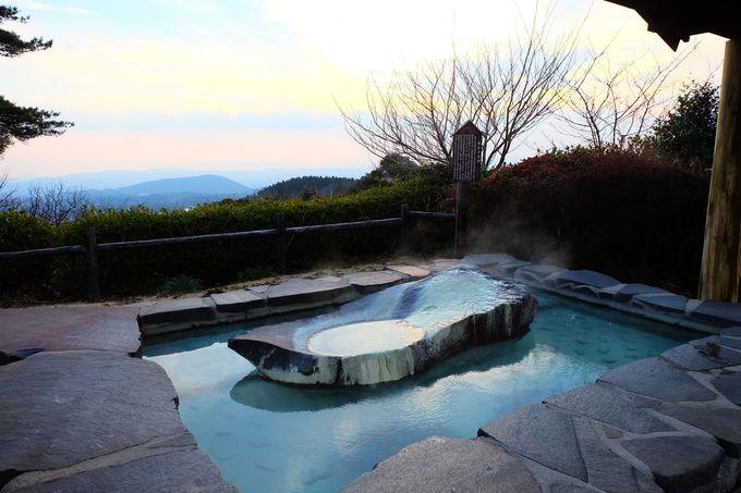 無料の足湯からの眺望も幻想的