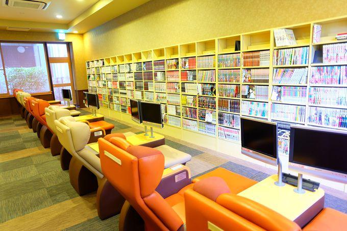 1万冊以上の漫画が揃う充実の漫画コーナー