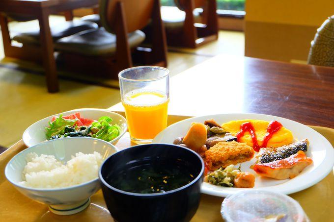 充実の朝食バイキングも無料!