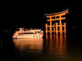闇夜に浮かぶ大鳥居!厳島神社を船で参拝するナイトクルージング|広島県|トラベルjp<たびねす>