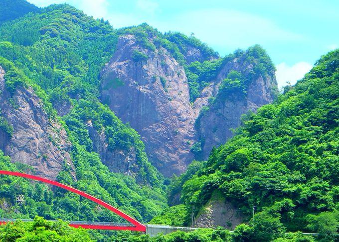 自然が織りなす奇跡のハート岩!