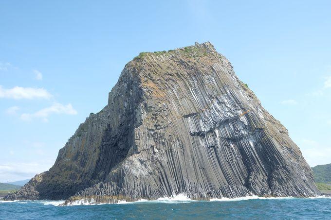 そそり立つ迫力ある玄武岩