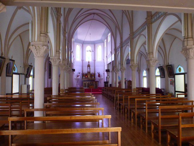 白亜の木造建築としては最大規模の水ノ浦教会