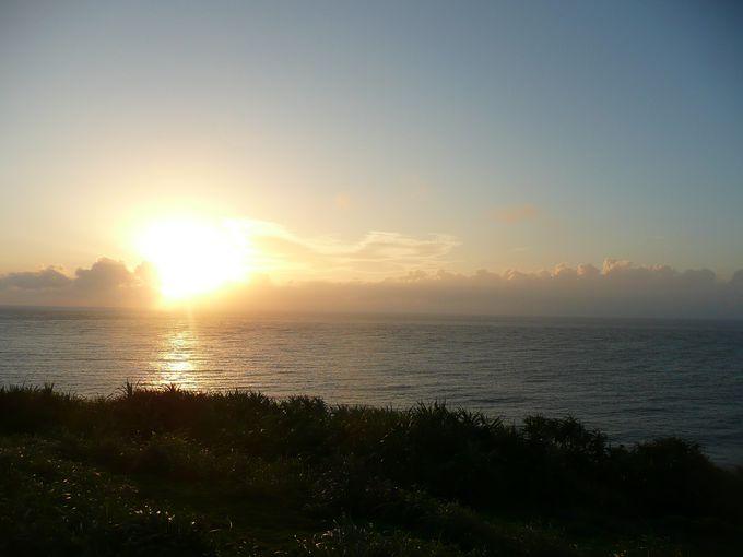 【楽しみ方4】西崎で日本で最後に沈む夕日を見る
