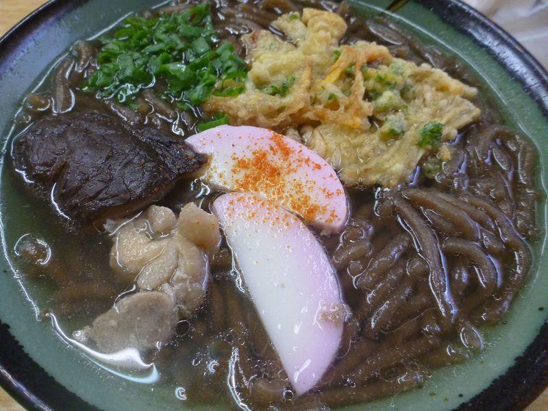 国境の島対馬でご当地麺巡り!大陸ルーツの麺にさつまいも原料の珍しい黒い麺、その味やいかに?!