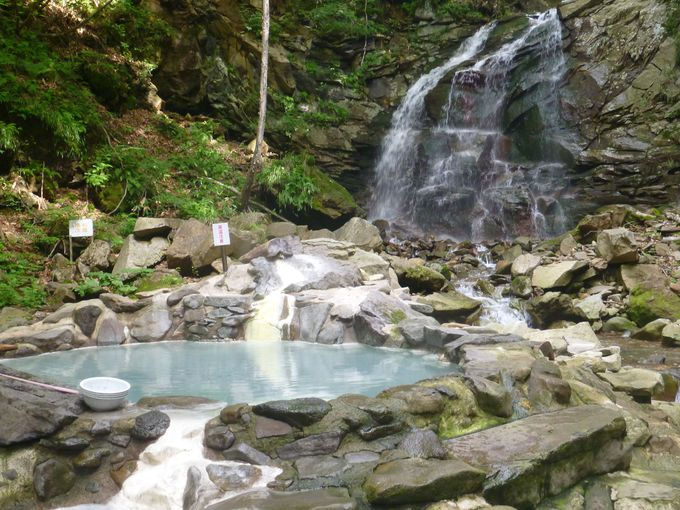 滝、森、川、自然満載の露天風呂