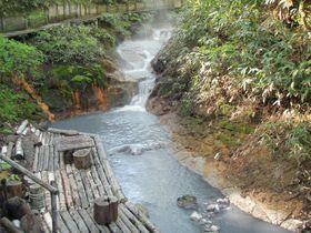 なんと川が天然の足湯!足湯を楽しむ温泉旅行なら登別温泉がオススメ!