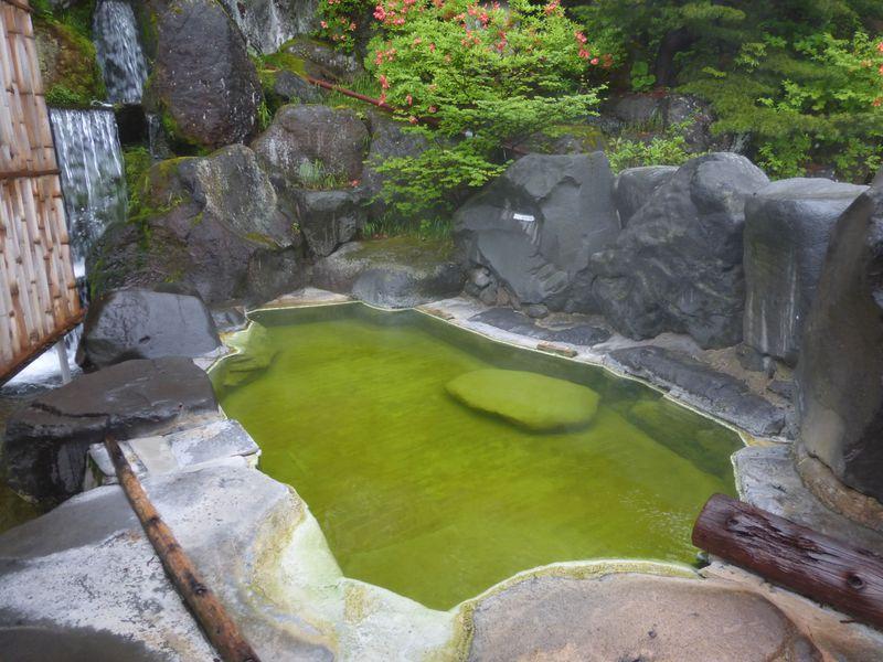 美しすぎるグリーンの湯!美肌効果抜群の長野県「熊の湯ホテル」