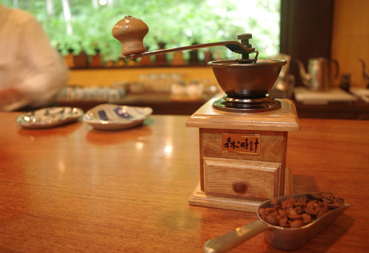 コーヒーでホッと一息「珈琲 森の時計」