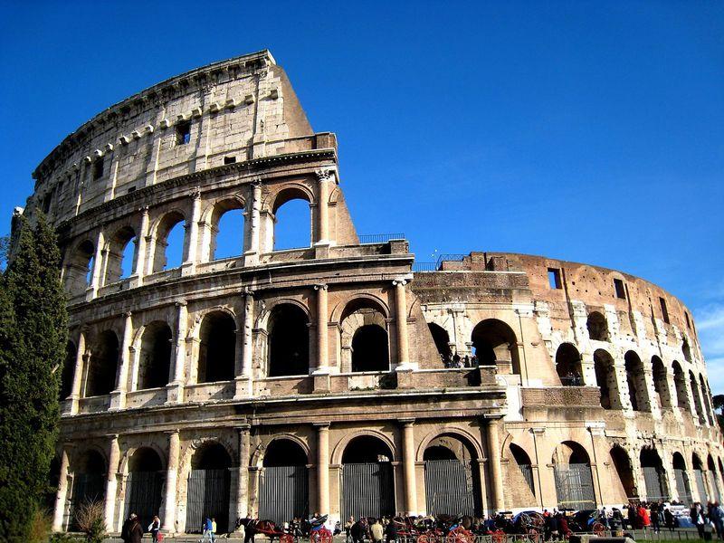 ローマ帝国のシンボル!コロッセオの大きさと歴史に圧倒される!