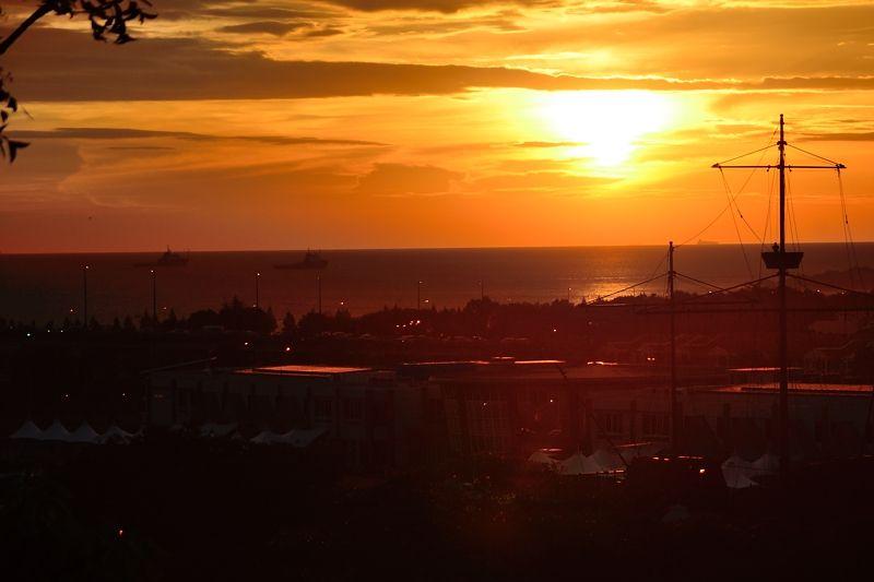 マラッカ海峡に沈む夕陽