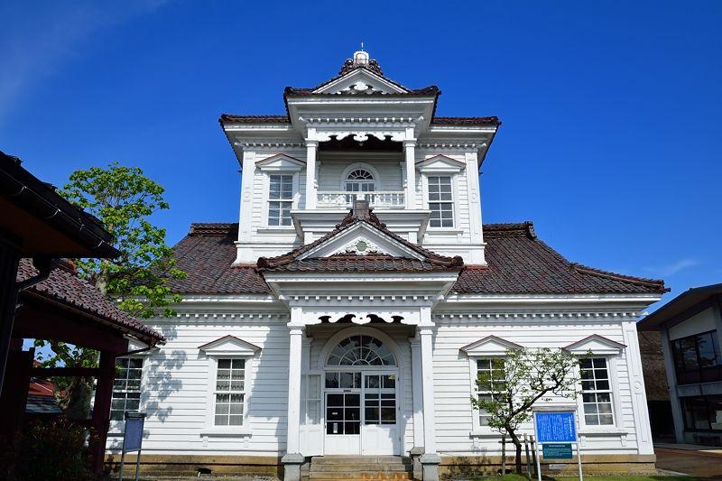 明治新政府の威容を示す旧鶴岡警察署庁舎
