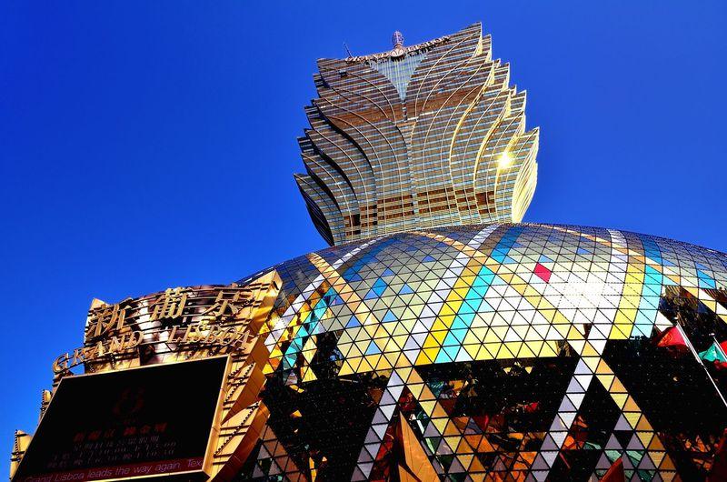 マカオのカジノは外観も凄い!「グランド・リスボア」は昼も夜も煌めく「世界一のカジノ」の象徴!