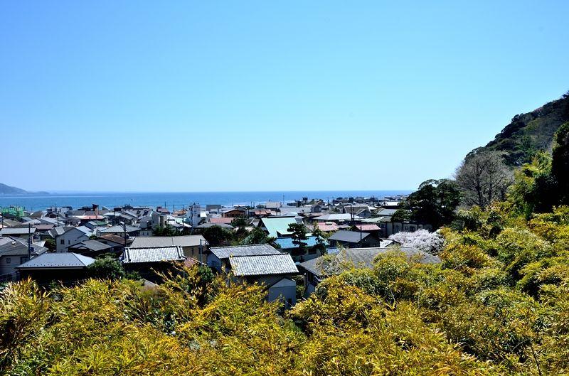 鎌倉の街と湘南の海を展望